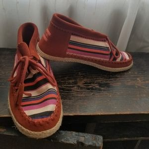 Tom's leather and canvas stripped shoe